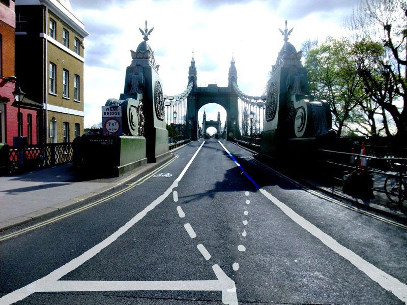 Alternating lanes on bridge